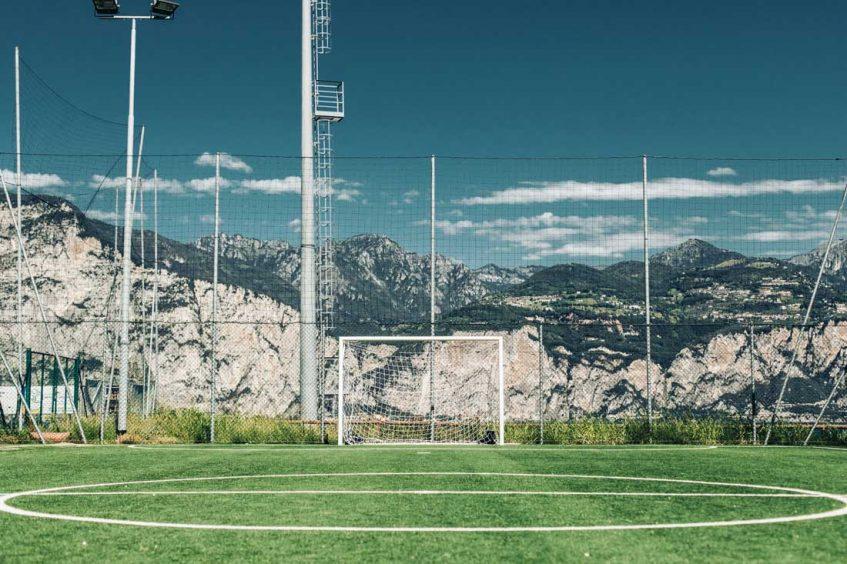 Wytrzymałe i wodoodporne piłkochwyty na boiska
