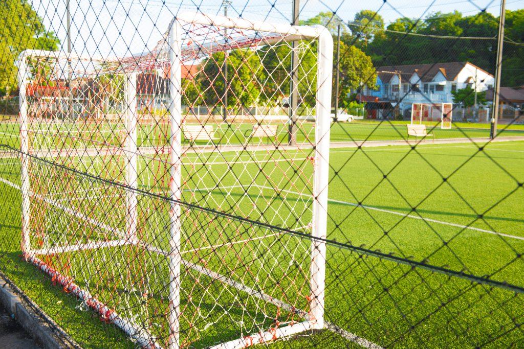 Wykonanie i montaż piłkochwytów i siatek sportowych na boisku w Gdańsku