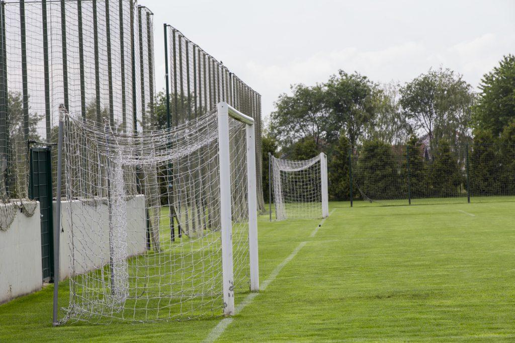 Wykonanie i montaż piłkochwytów i siatek sportowych na boisku w Katowicach