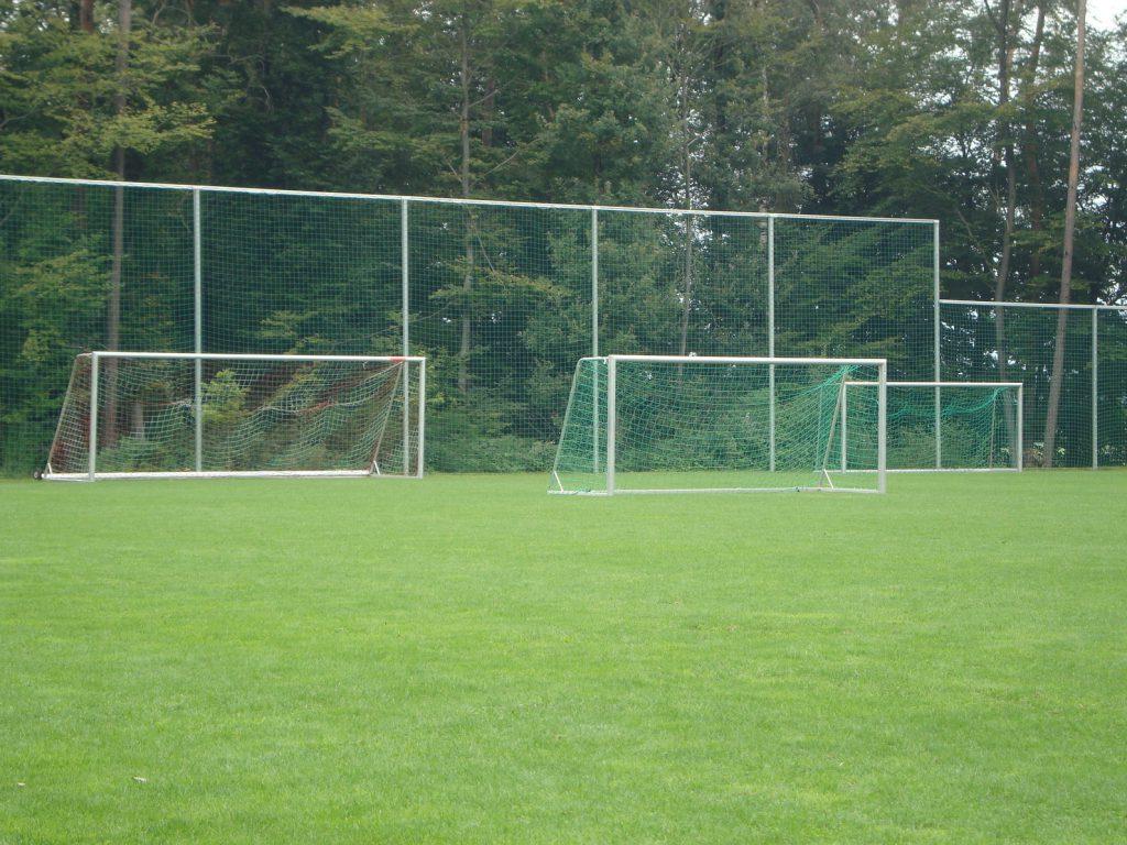 Wykonanie i montaż piłkochwytów i siatek sportowych na boisku w Łodzi