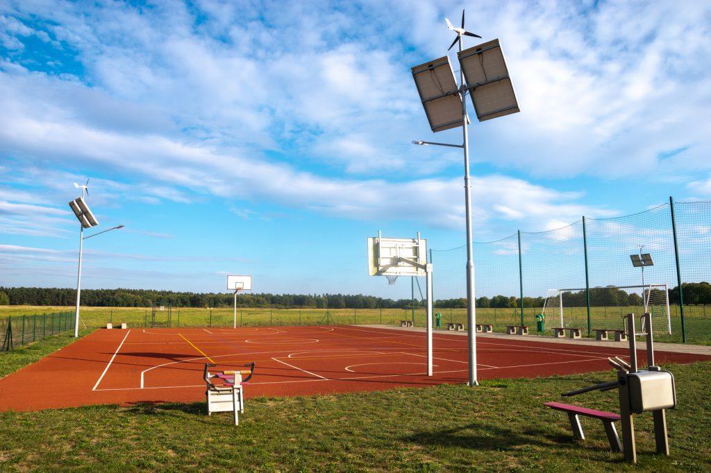 Wykonanie i montaż piłkochwytów i siatek sportowych na boisku wielofunkcyjnym w Poznaniu