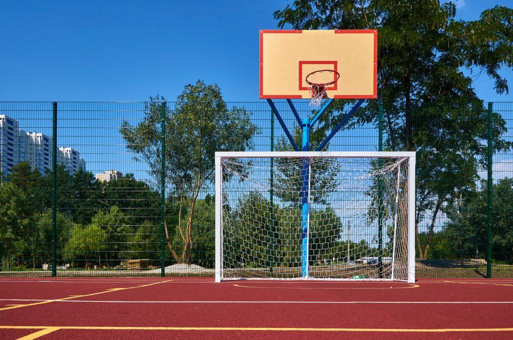 Wykonanie i montaż piłkochwytów na boisku szkolnym w Szczecinie