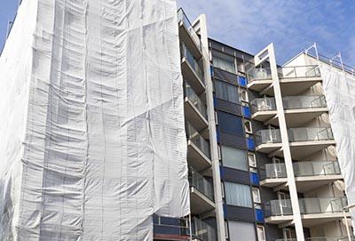 Budowlana siatki zabezpieczające na elewacje budynku - Symar producent sieci i siatek