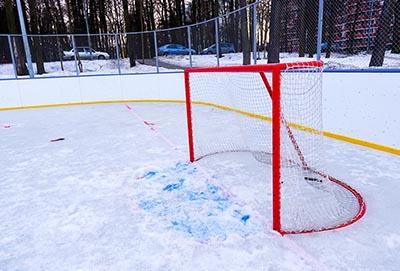 Mocne i odporne siatki na lodowiska i do hokeja