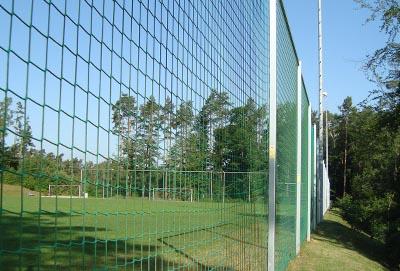 Wykonanie i montaż siatek sportowych na boisku zewnętrznym