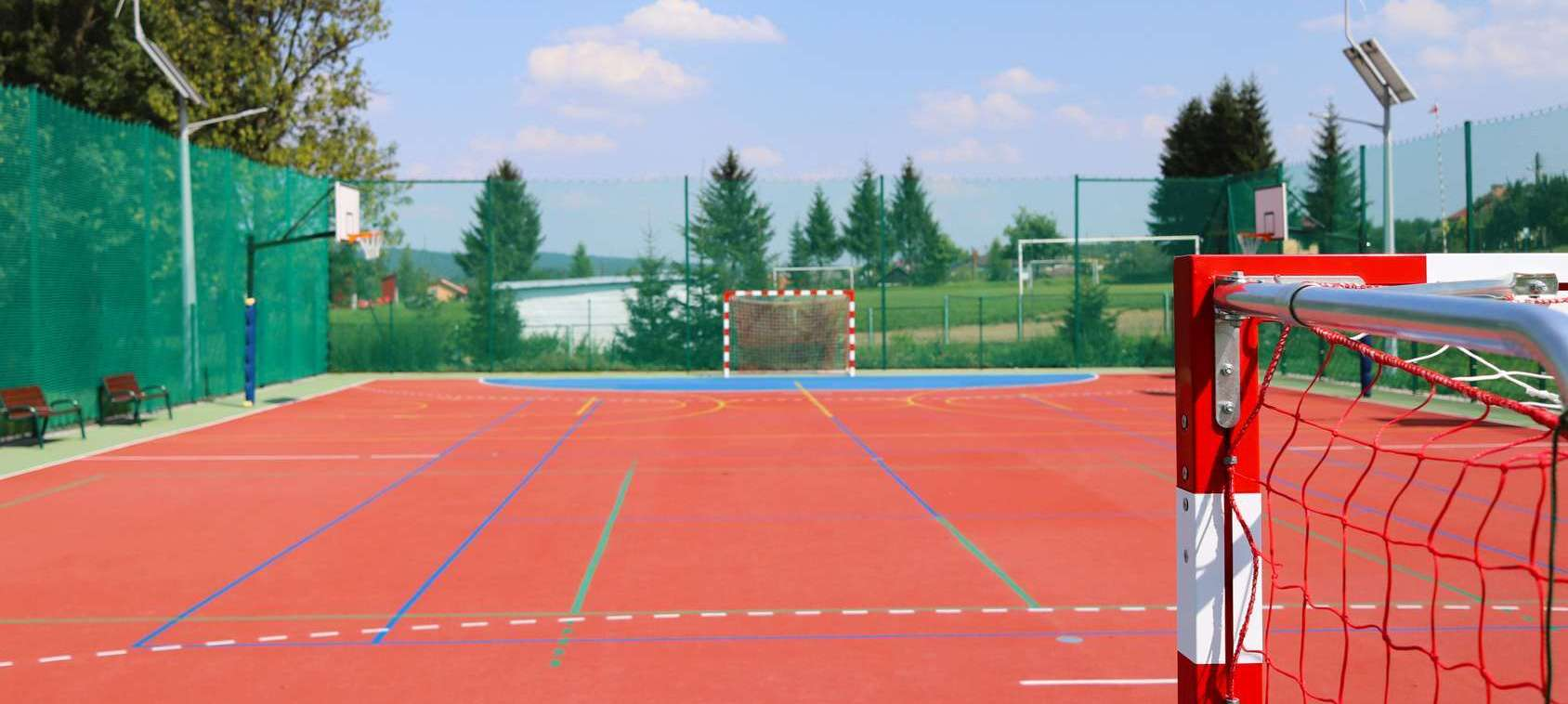 Profesjonalne siatki boiska sportowe zewnętrzne i do hali od Symar
