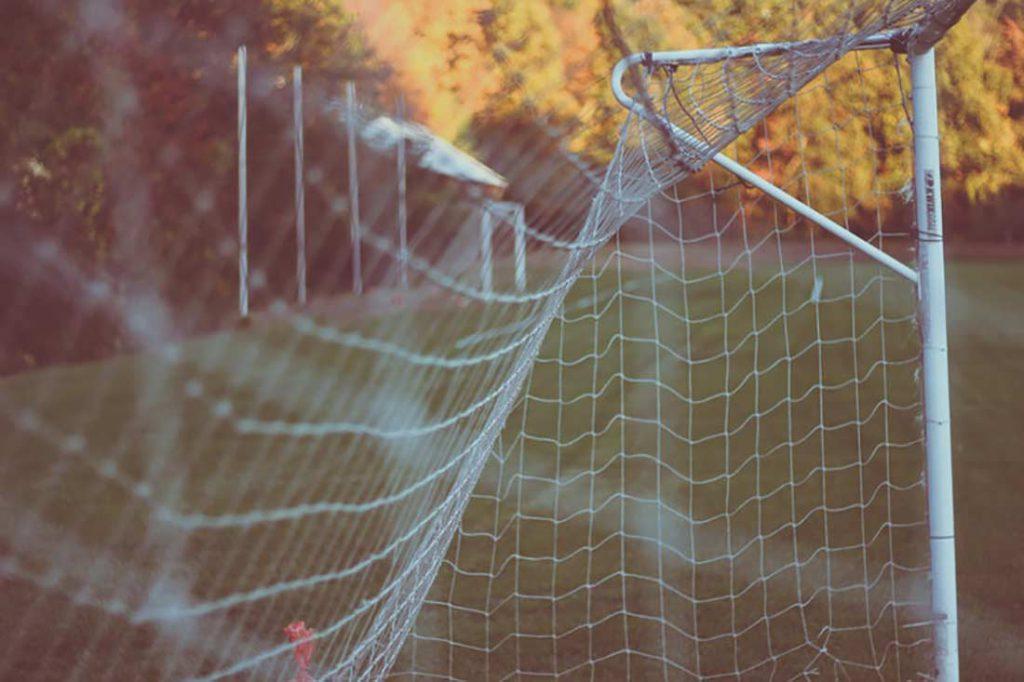 Siatka do bramki do piłki nożnej - jak ją zamontować krok po