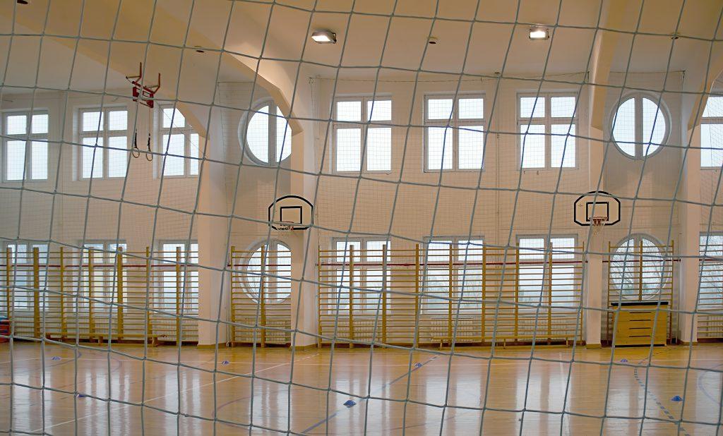Kotary grodzące z siatki na sale gimnastyczne – przeznaczenie, cena, montaż - SYMAR