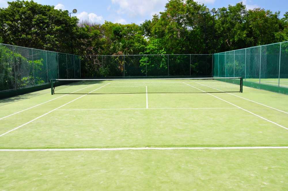 Standardowe wysokości piłkochwytów wokół kortu tenisowego